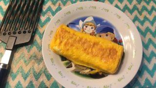 卵焼きと赤ちゃん用の皿