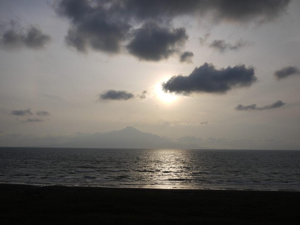サロベツ原野から見た利尻島