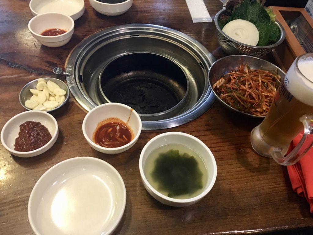 セマウル食堂のテーブルと料理
