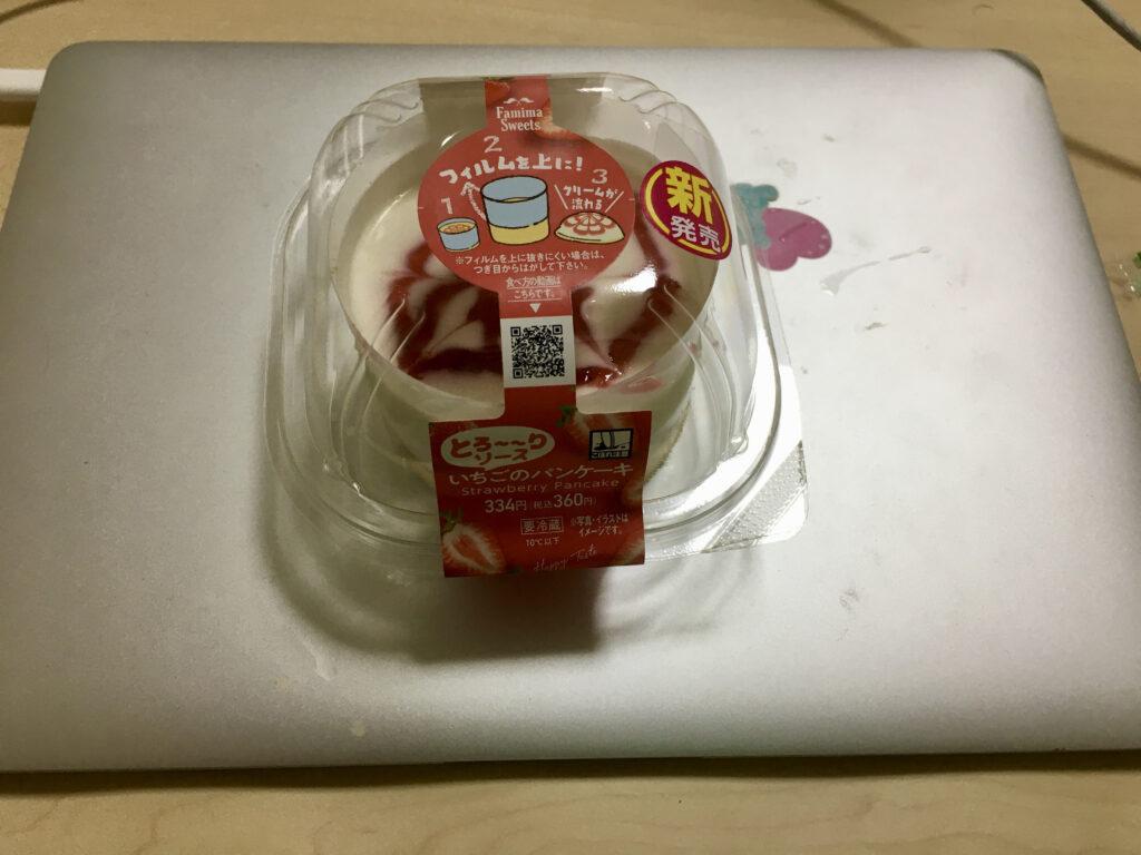 ファミマいちごのパンケーキ
