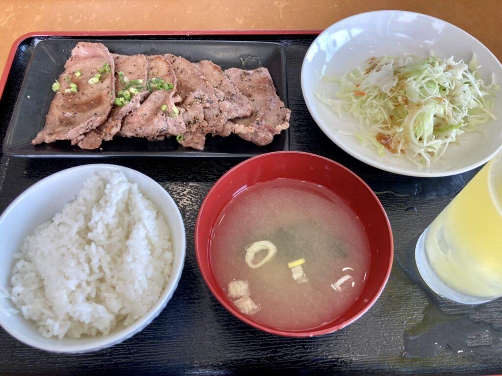 江別ホルモン食堂の牛タン焼定食